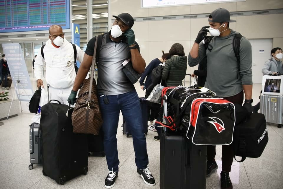 This photo provided by the KT Wiz shows the Korea Baseball Organization club's three foreign players at Incheon International Airport in Incheon, west of Seoul, on March 23, 2020. From left are Odrisamer Despaigne, Mel Rojas Jr. and William Cuevas. (PHOTO NOT FOR SALE) (Yonhap)