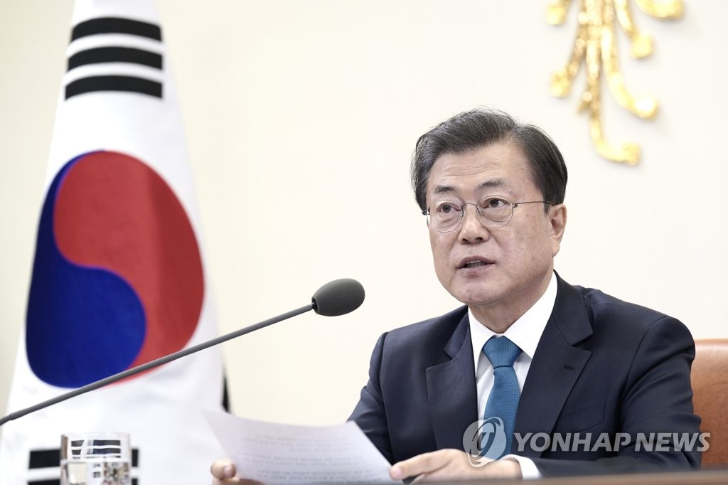 South Korean President Moon Jae-in delivers remarks during a G-20 teleconference at his office in Seoul on March 26, 2020, in this photo provided by Cheong Wa Dae. (PHOTO NOT FOR SALE) (Yonhap)