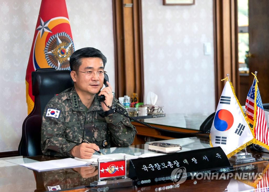 Army Chief of Staff Gen. Suh Wook holds phone talks with his U.S. counterpart, Army Chief of Staff Gen. James McConville, on April 10, 2020, in this photo provided by his office. (PHOTO NOT FOR SALE) (Yonhap)