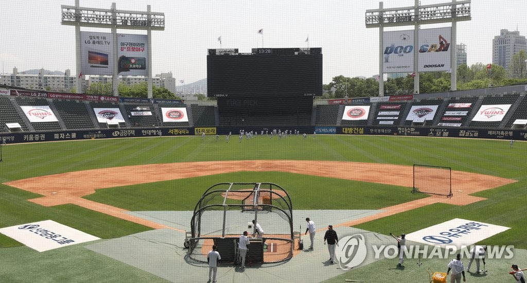 LG Twins players train at Jamsil Stadium in Seoul on May 4, 2020, the eve of the 2020 Opening Day for the Korea Baseball Organization. (Yonhap)