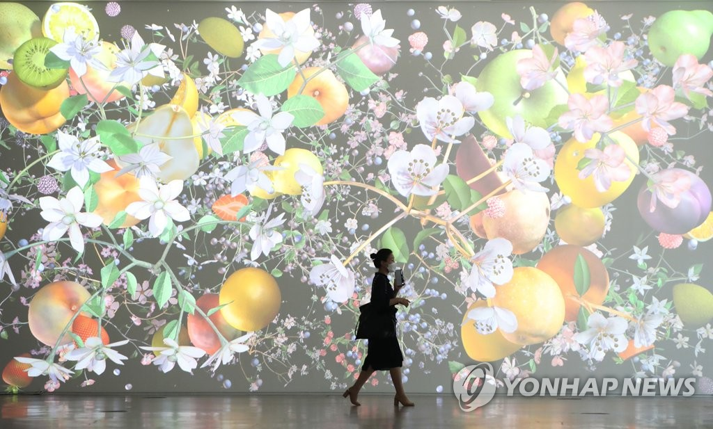 A visitor wearing a mask walks past an exhibition at the National Museum of Modern and Contemporary Art in central Seoul on May 6, 2020. (Yonhap)