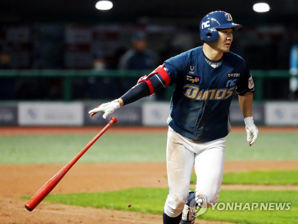 Park Min-woo of the NC Dinos runs to first base after hitting a double against the SK Wyverns in a Korea Baseball Organization regular season game at SK Happy Dream Park in Incheon, 40 kilometers west of Seoul, on May 15, 2020. (Yonhap)