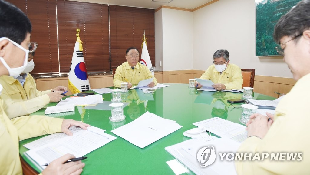 Finance Minister Hong Nam-ki (C) presides over a meeting of related ministers on the May employment trend at the government complex in Seoul on June 10, 2020, in this photo provided by the finance ministry. (PHOTO NOT FOR SALE) (Yonhap)