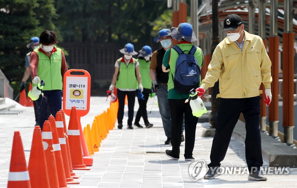 Health workers disinfect a school in Gwangju on June 22, 2020. (Yonhap)