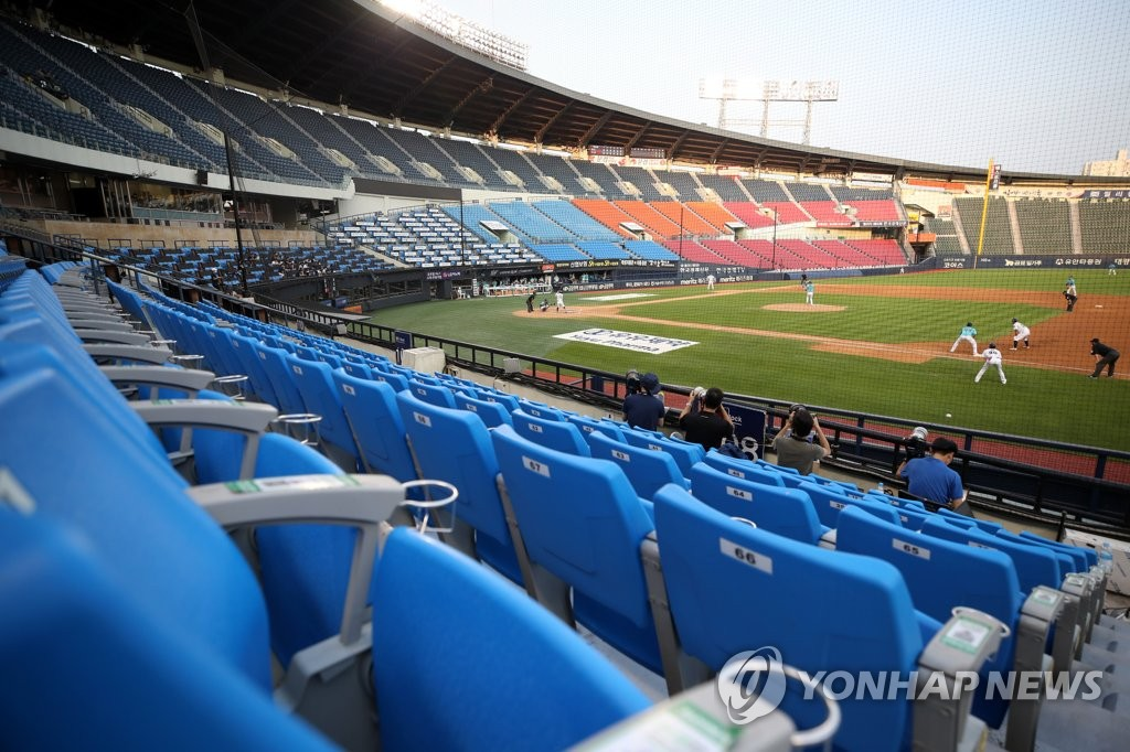 A Korea Baseball Organization regular season game between the NC Dinos and the Doosan Bears takes place without fans at Jamsil Baseball Stadium in Seoul on June 28, 2020. (Yonhap)