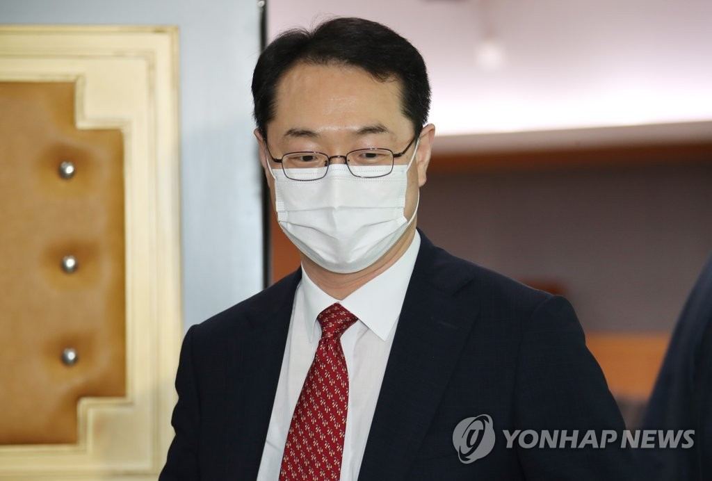 This photo, taken on July 28, 2020, shows Deputy Foreign Minister Kim Gunn speaking to the press at the foreign ministry. (Yonhap)