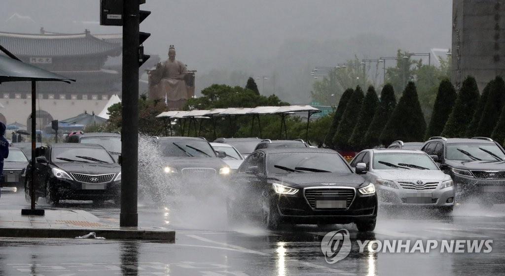 Heavy rains hit Seoul