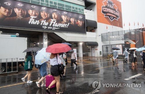 Fans leave canceled game