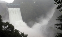 (2nd LD) Downpours continue to grip S. Korea, key dam opens floodgates