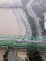 (LEAD) Major highways in Seoul partly closed, flood alerts issued as downpours raise water level of Han River