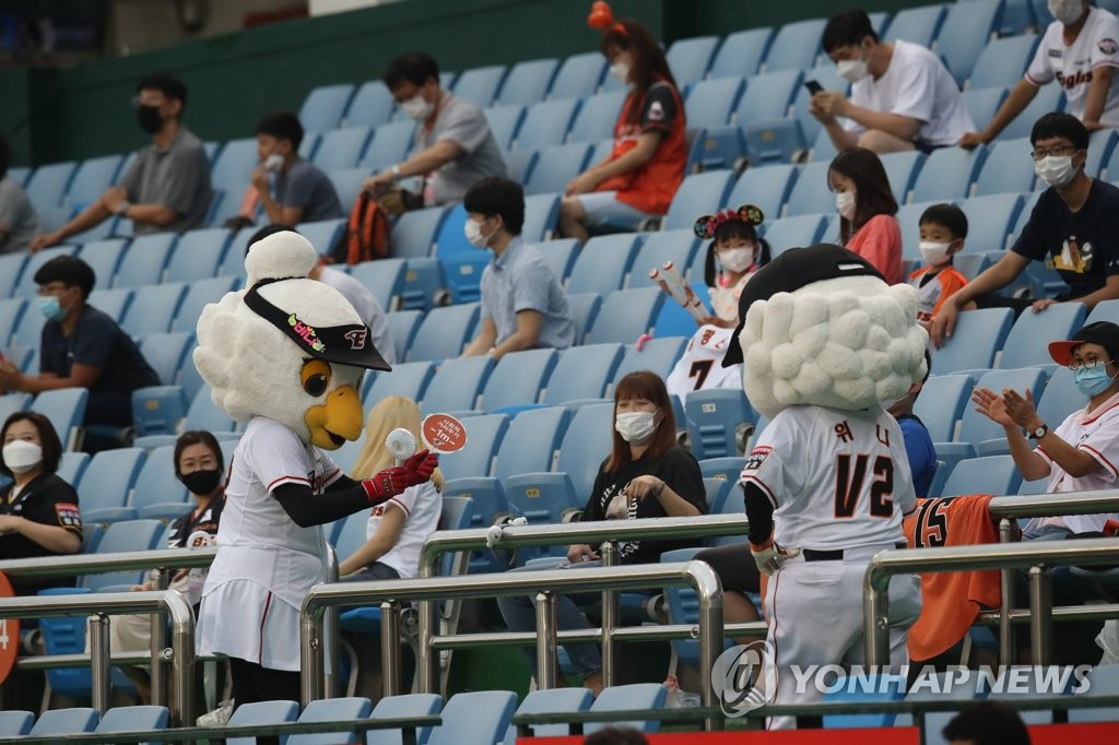 In this file photo from Aug. 6, 2020, mascots for the Hanwha Eagles remind fans to adhere to health and safety protocols during a Korea Baseball Organization regular season game between the Eagles and the NC Dinos at Hanwha Life Eagles Park in Daejeon, 160 kilometers south of Seoul. (Yonhap)
