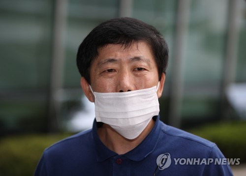 Leader of anti-N.K. leaflet campaign indicted for alleged assault against journalists