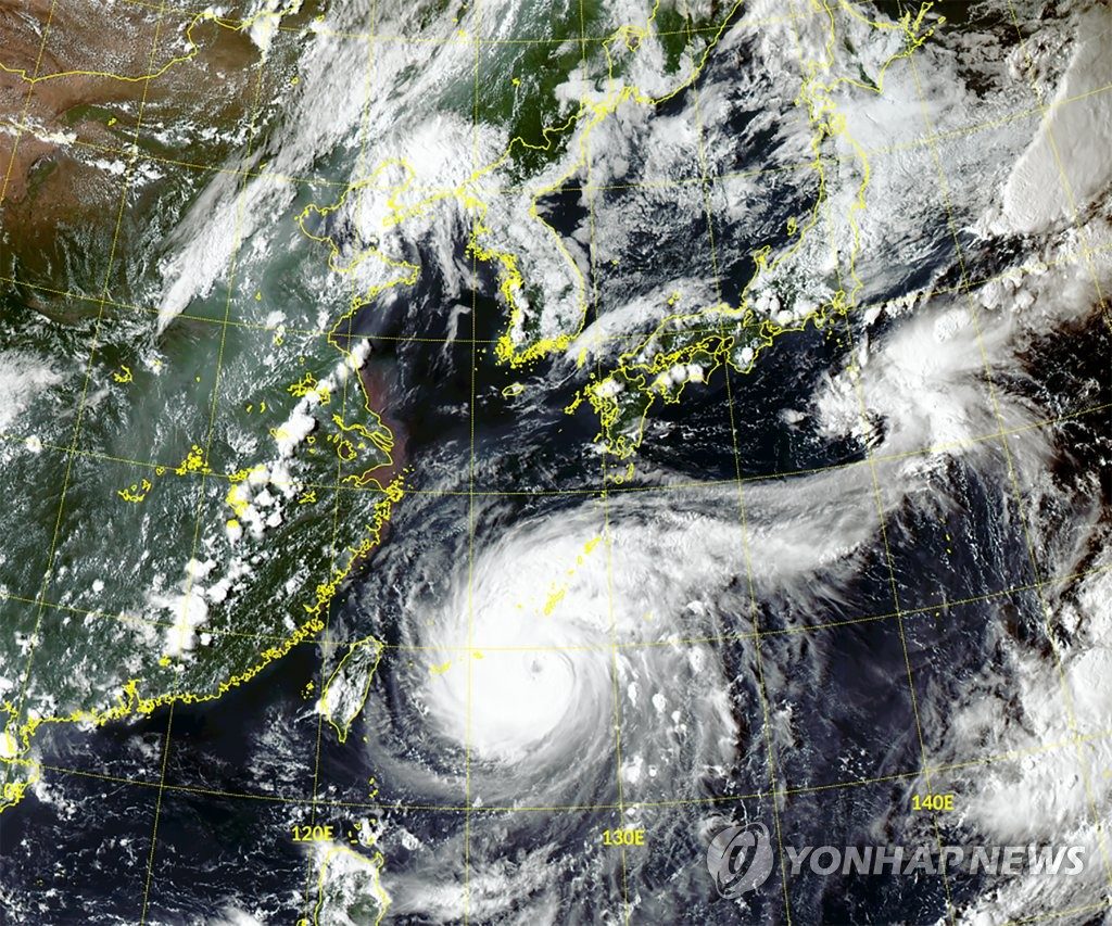 Typhoon Maysak, the season's ninth typhoon, heads north towards the Korean Peninsula on Aug. 31, 2020, in this photo provided by the National Meteorological Satellite Center. (PHOTO NOT FOR SALE) (Yonhap)