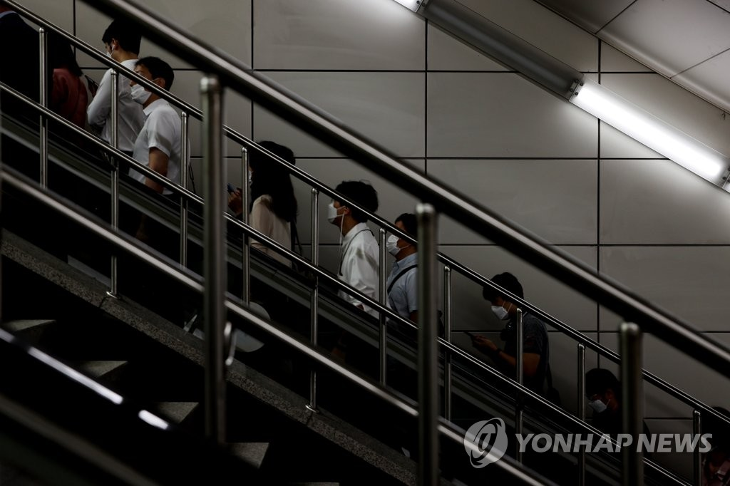 People wearing face masks ride an escalator at a subway station in Seoul on Sept. 1, 2020, amid the continued spread of the novel coronavirus. The government reported 235 new cases of the virus the same day. (Yonhap)