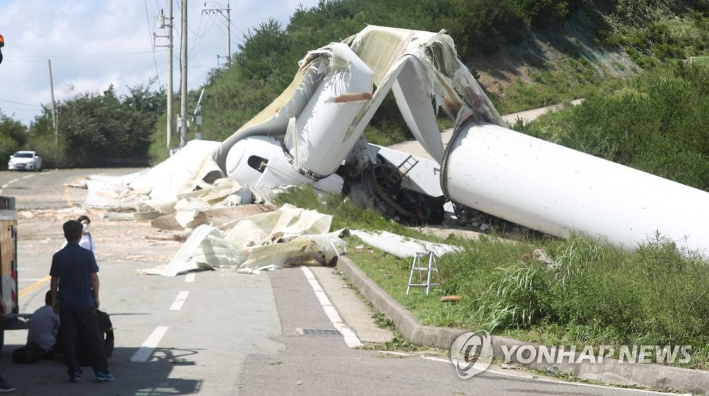 A wind power generator in Yangsan, South Gyeongsang Province, lies on the ground on Sept. 3, 2020, after falling from heavy winds that Typhoon Maysak brought. (Yonhap)