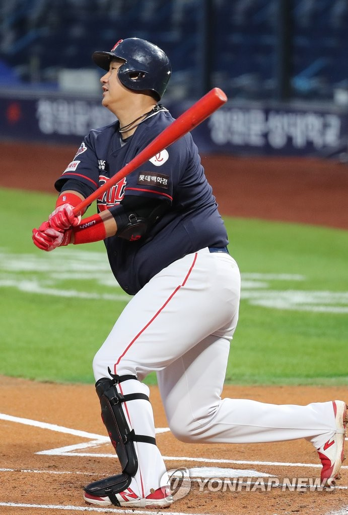 In this file photo from Sept. 9, 2020, Lee Dae-ho of the Lotte Giants hits a two-run double against the NC Dinos in the top of the first inning of a Korea Baseball Organization regular season game at Changwon NC Park in Changwon, 400 kilometers southeast of Seoul. (Yonhap)