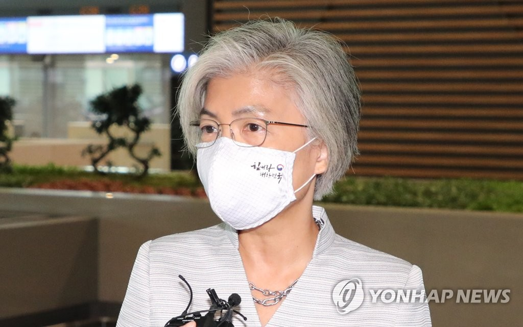 Foreign Minister Kang Kyung-wha responds to reporters' questions at Incheon International Airport, west of Seoul, before departing for Vietnam for bilateral talks on Sept. 17, 2020. (Yonhap)