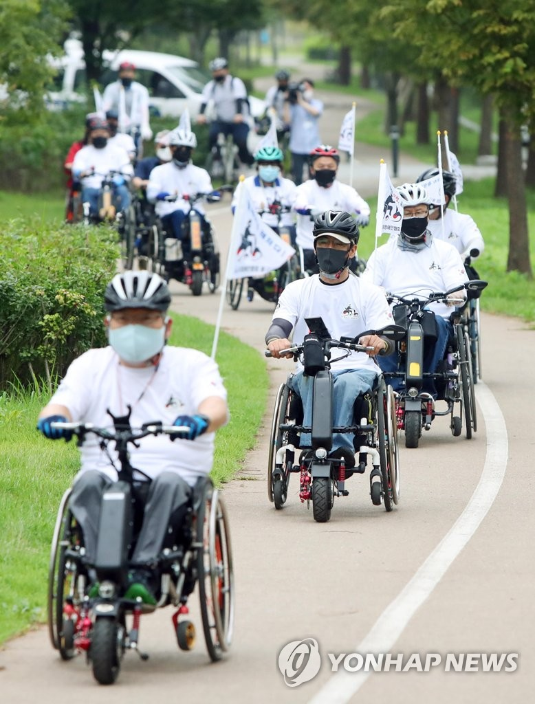Wheelchair bike riders