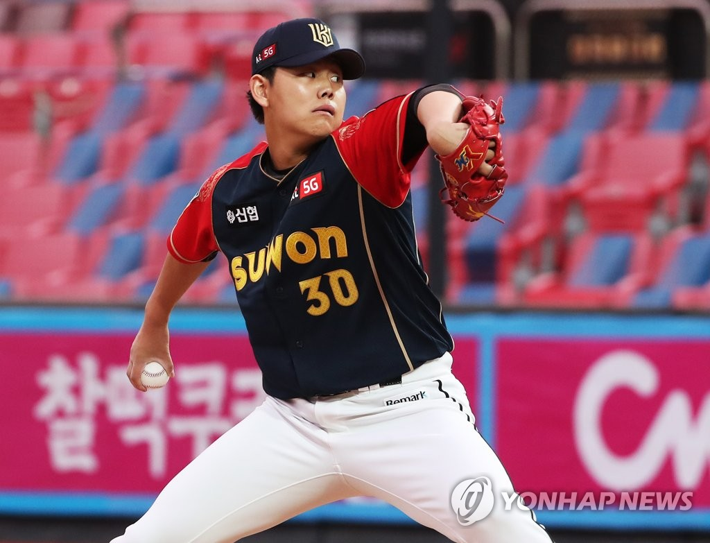 In this file photo from Oct. 3, 2020, So Hyeong-jun of the KT Wiz pitches against the LG Twins in the top of the second inning of a Korea Baseball Organization regular season game at KT Wiz Park in Suwon, 45 kilometers south of Seoul. (Yonhap)