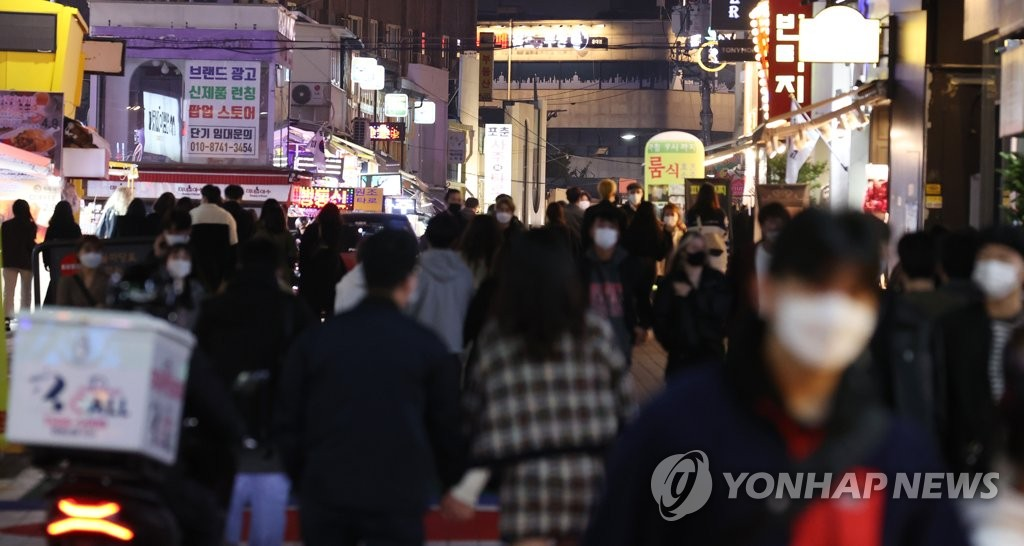 This photo, taken on Oct. 16, 2020, shows citizens walking around Hongdae, a college neighborhood in Seoul known for its busy nightlife. (Yonhap)