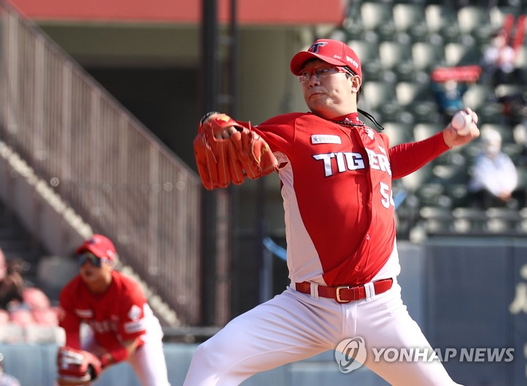 In this file photo from Oct. 18, 2020, Yang Hyeon-jong of the Kia Tigers pitches against the LG Twins in a Korea Baseball Organization regular season game at Jamsil Baseball Stadium in Seoul. (Yonhap)