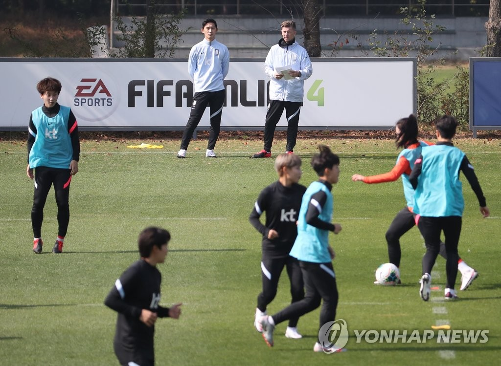 In this file photo from Oct. 19, 2020, members of the South Korean women's national football practice at the National Football Center in Paju, Gyeonggi Province. (Yonhap)