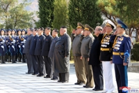 (LEAD) N.K. leader pays respects to fallen Chinese soldiers