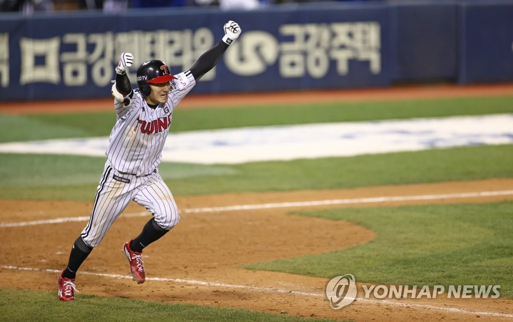 Shin Min-jae of the LG Twins celebrates his game-winning hit against the Kiwoom Heroes in the bottom of the 13th inning of a Korea Baseball Organization Wild Card game at Jamsil Baseball Stadium in Seoul on Nov. 2, 2020. (Yonhap)