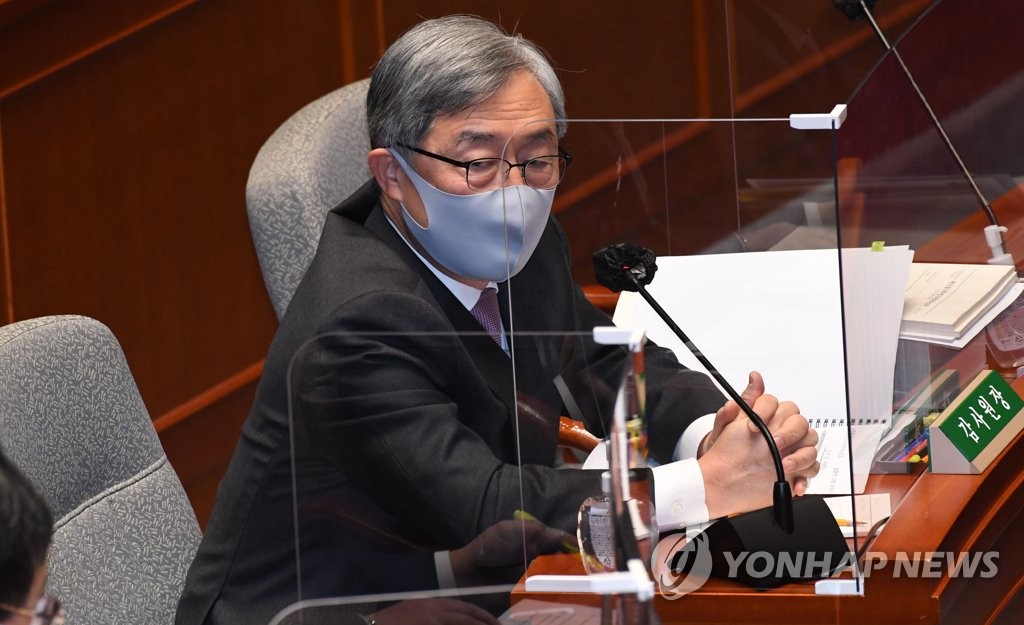 Choe Jae-hyeong, chairman of the Board of Audit and Inspection, speaks during a parliamentary session at the National Assembly in Seoul on Nov. 11, 2020. (Yonhap)