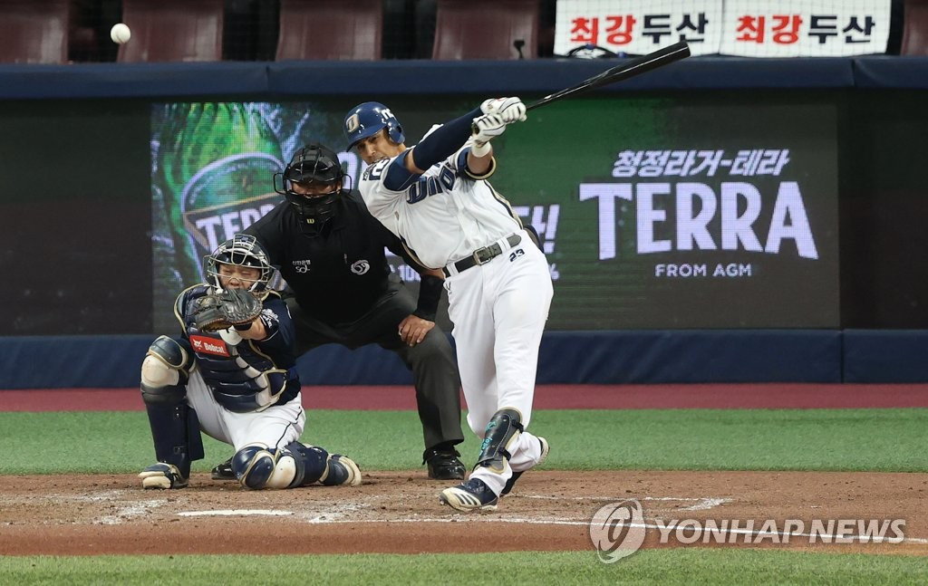 In this file photo from Nov. 24, 2020, Aaron Altherr of the NC Dinos hits a double against the Doosan Bears in the bottom of the sixth inning of Game 6 of the Korean Series at Gocheok Sky Dome in Seoul. (Yonhap)