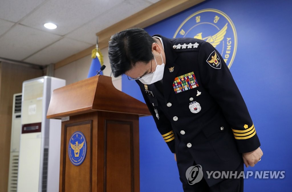 National Police Agency Commissioner General Kim Chang-yong bows during a news conference in Seoul on Jan. 6, 2021, in apology over the police's failure to protect a 16-month-old girl who died in October after alleged abuse by her adoptive parents. (Yonhap)