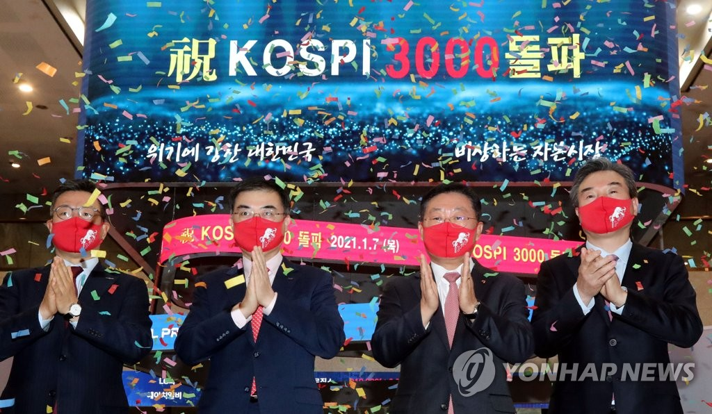 In this file photo, officials at Korea Exchange celebrate during a ceremony to mark the benchmark Korea Composite Stock Price Index's (KOSPI) breakthrough of the 3,000-point mark for the first time in its history. (Yonhap)