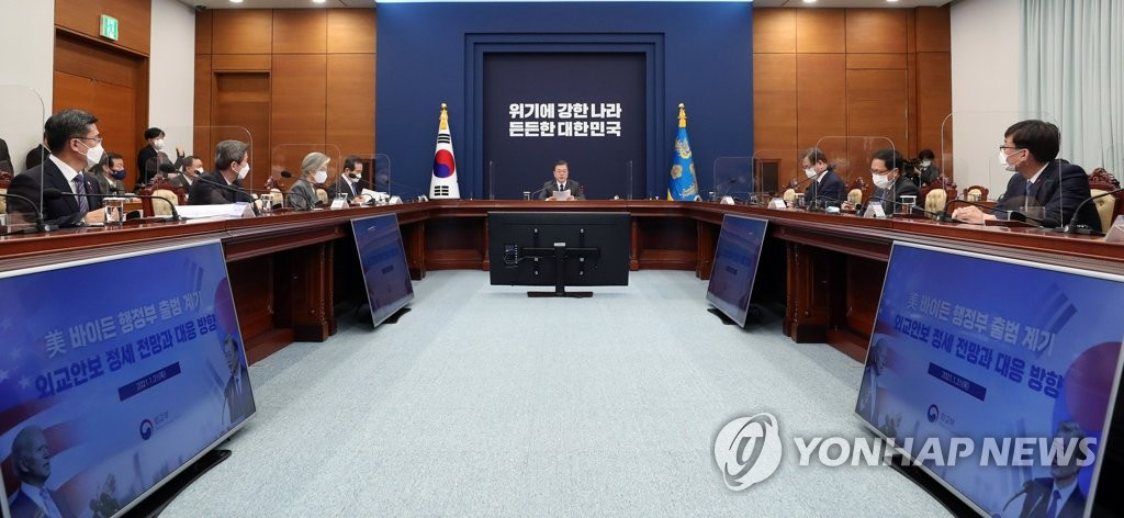 President Moon Jae-in (C) chairs a National Security Council meeting at Cheong Wa Dae in Seoul on Jan. 21, 2021. (Yonhap)