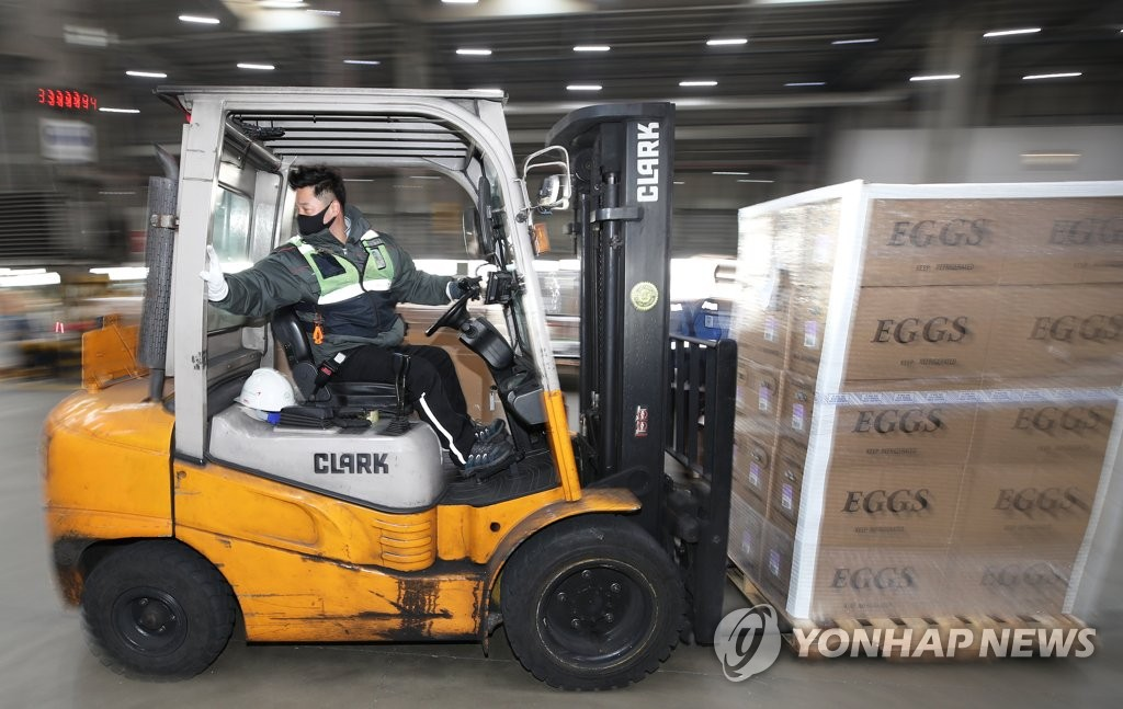 A worker transports eggs imported from the United States at Incheon International Airport, west of Seoul, on Jan. 25, 2021. (Yonhap)