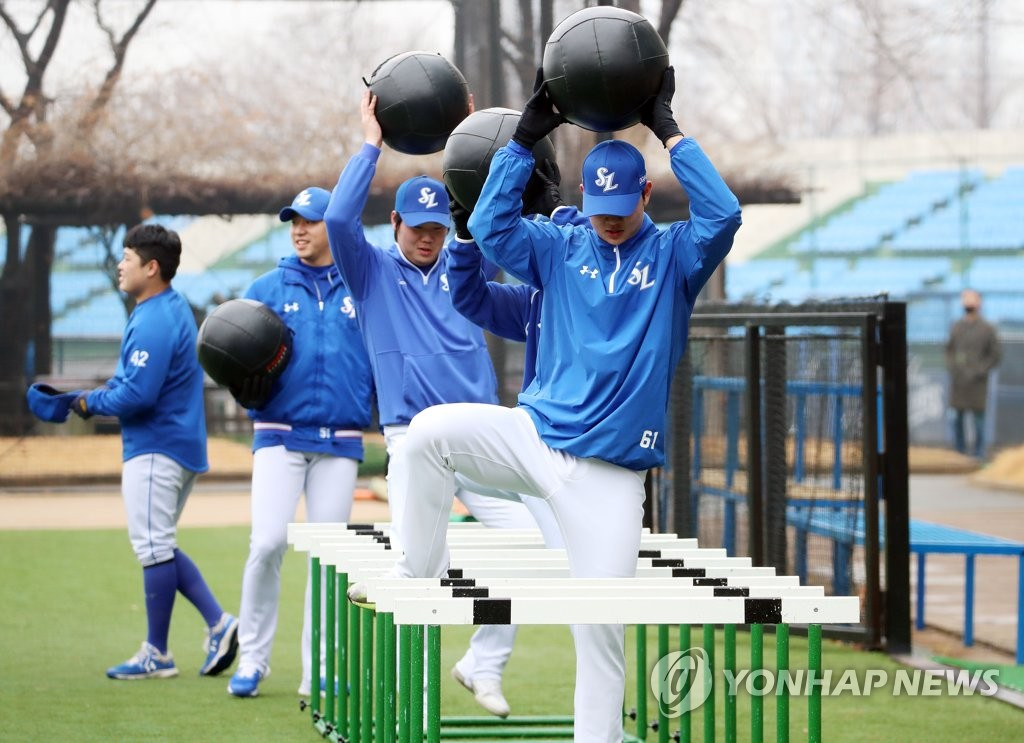 Members of the Samsung Lions work out during spring training at Samsung Lions Ballpark in Gyeongsan, 330 kilometers southeast of Seoul, on Feb. 1, 2021. (Yonhap)