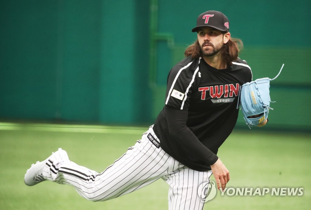 Casey Kelly of the LG Twins trains at LG Champions Park in Icheon, 80 kilometers south of Seoul, during the club's spring training on Feb. 9, 2021. (Yonhap)