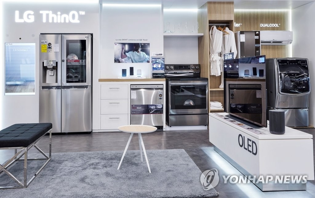 This photo provided by LG Electronics Inc. on Feb. 26, 2021, shows the company's home appliance products displayed at its premium store in Panama. (PHOTO NOT FOR SALE) (Yonhap)