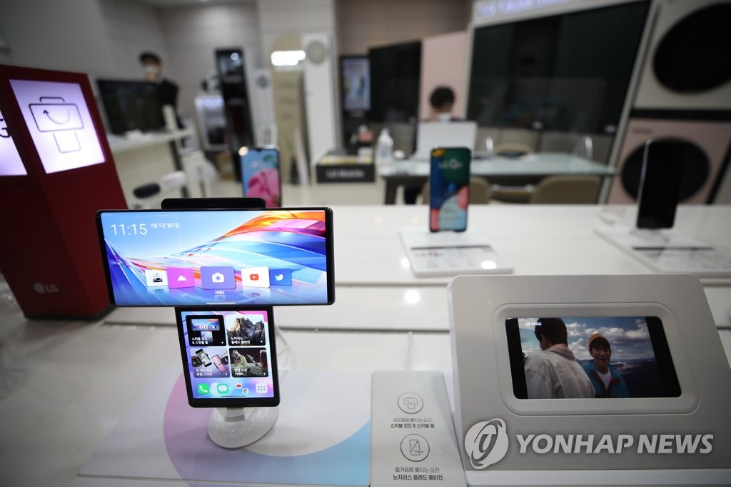 This photo taken on April 5, 2021, shows LG Electronics Inc.'s dual-screen smartphone, the Wing, displayed at a store in Seoul. (Yonhap)