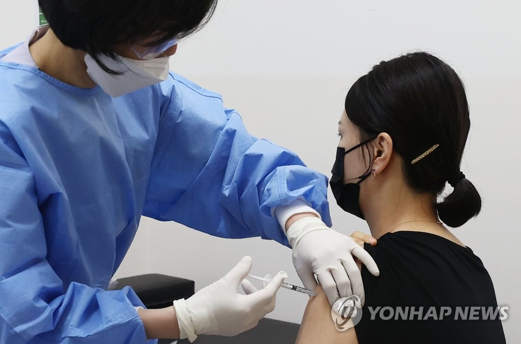 A flight attendant receives a COVID-19 vaccine shot at a hospital in Seoul on April 19, 2021. (Yonhap)