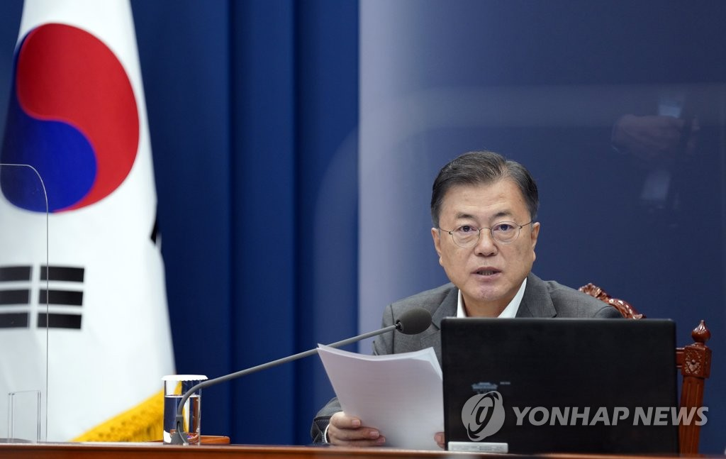 President Moon Jae-in speaks at a meeting with his senior secretaries at Cheong Wa Dae in Seoul on May 17, 2021. (Yonhap)