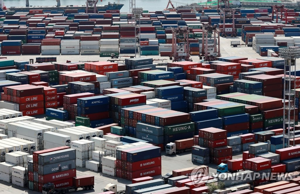 S. Korea to add more shipping services to North America amid freight cost hike - 1