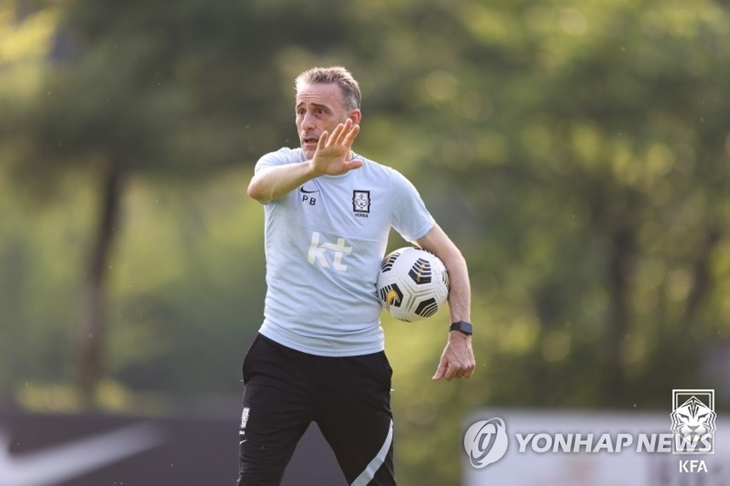 Paulo Bento, head coach of the South Korean men's national football team, directs his players during practice at the National Football Center in Paju, Gyeonggi Province, on June 2, 2021, in this photo provided by the Korea Football Association. (PHOTO NOT FOR SALE) (Yonhap)