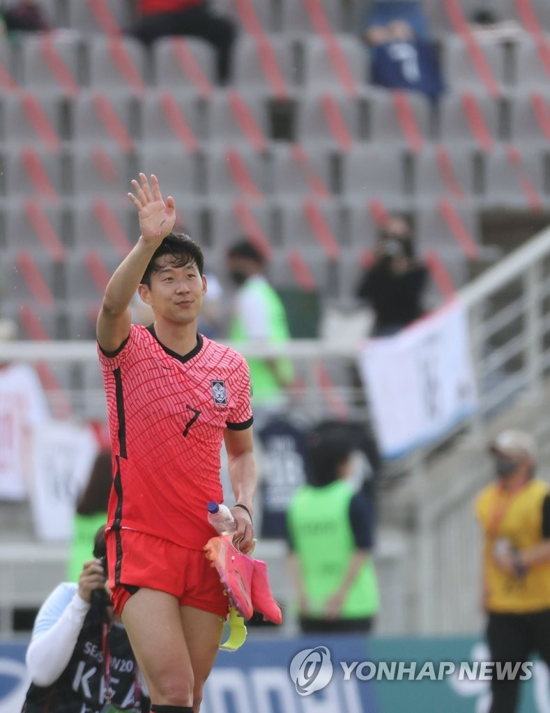 Son Heung-min of South Korea waves to fans after a 2-1 victory over Lebanon during the teams' Group H match in the second round of the Asian qualification for the 2022 FIFA World Cup at Goyang Stadium in Goyang, Gyeonggi Province, on June 13, 2021. (Yonhap)