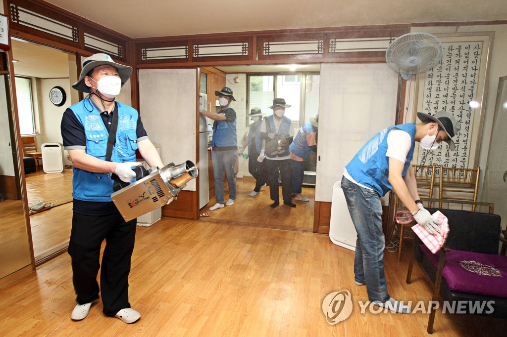 Public health workers disinfect a community center for the elderly in southern Seoul on June 18, 2021, ahead of its reopening on June 21, in this photo provided by the city's Dongjak Ward. (PHOTO NOT FOR SALE) (Yonhap)
