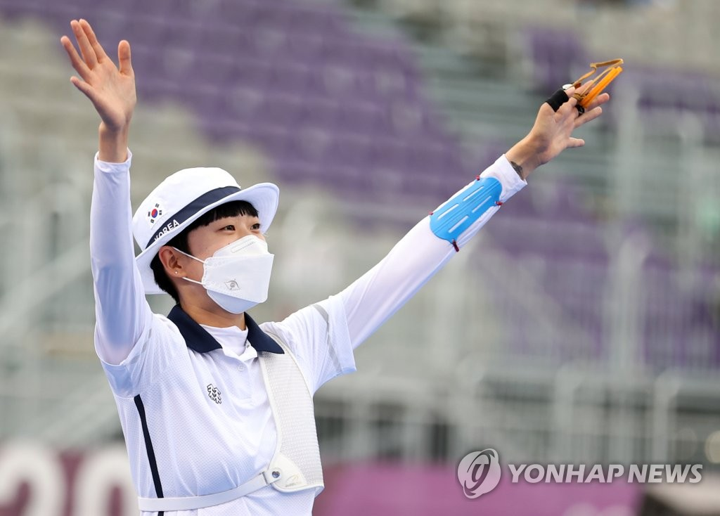 An San of South Korea celebrates after winning the gold medal in the women's individual archery event at the Tokyo Olympics at Yumenoshima Park Archery Field in Tokyo on July 30, 2021. (Yonhap)